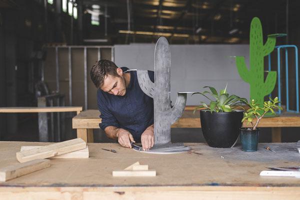 BankyMoon Plantstands hard at work