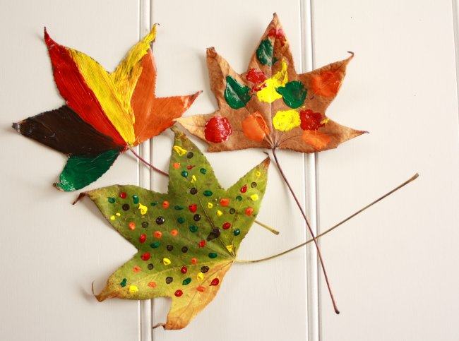 Kids craft Painting autumn leaves